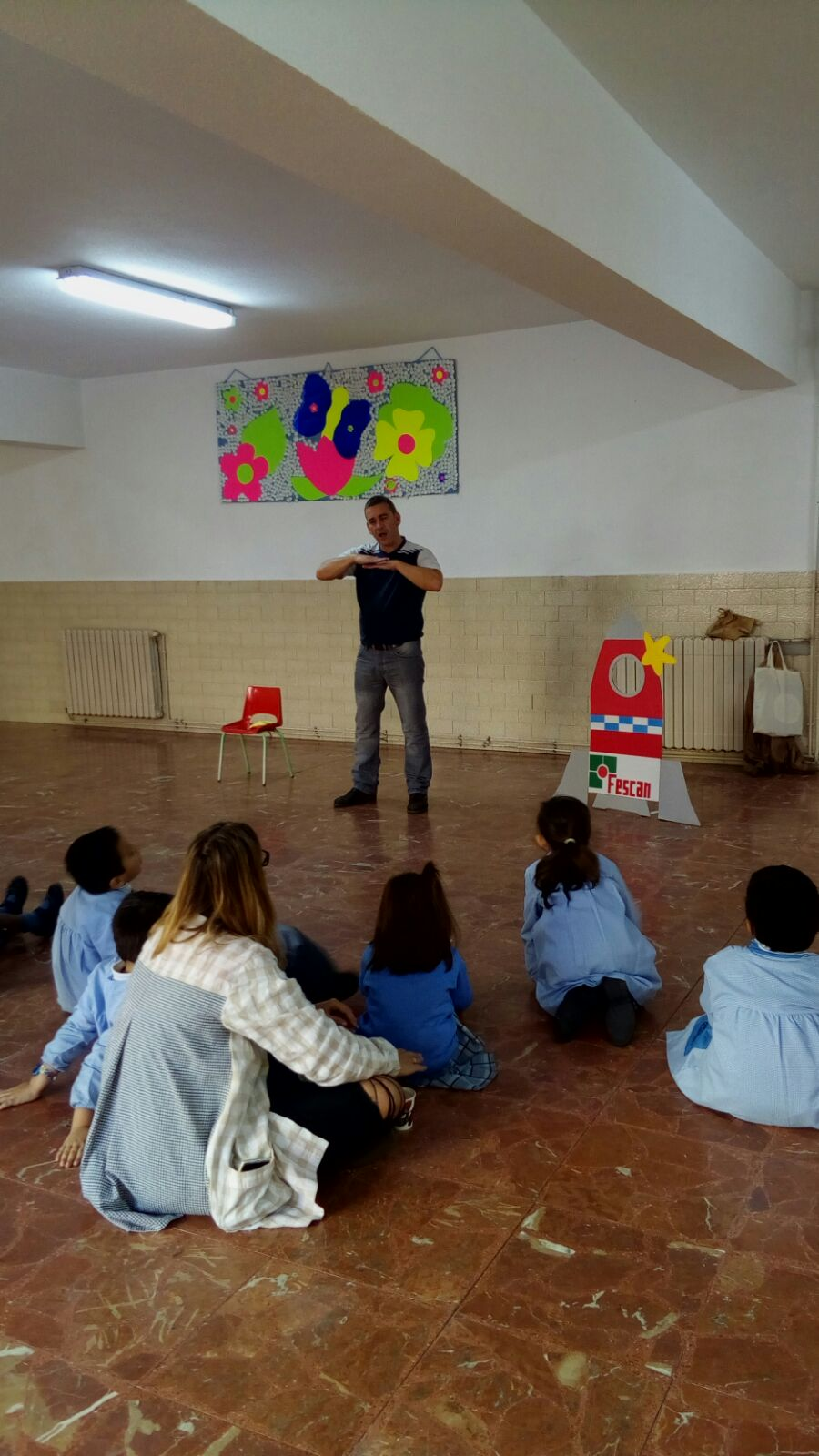 Cuenta cuentos en Lengua de Signos en el Colegio la Purísima de Santander